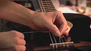 change classical guitar strings